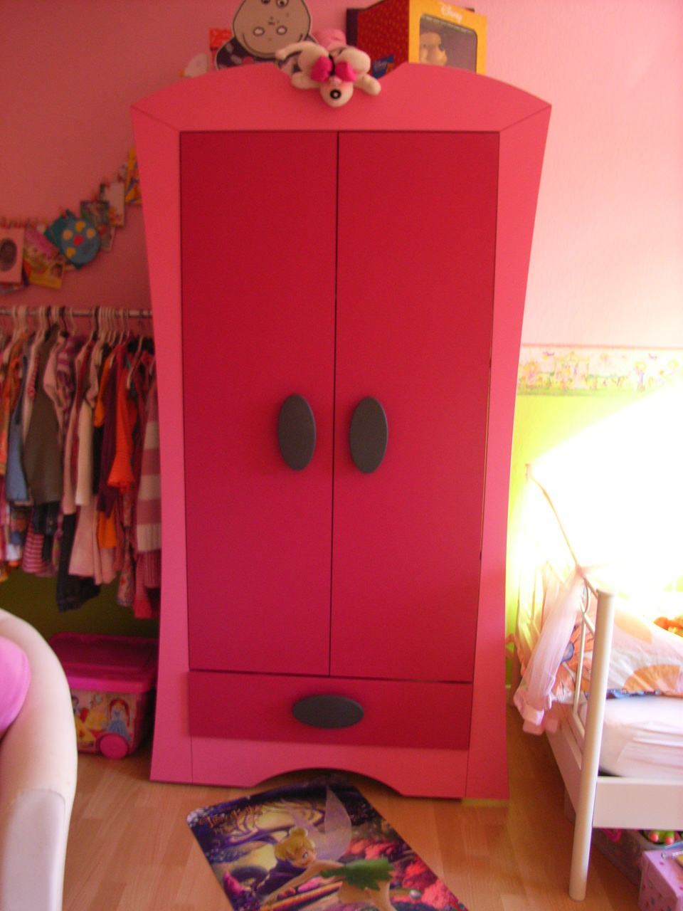 schrank rosa my blog. Black Bedroom Furniture Sets. Home Design Ideas