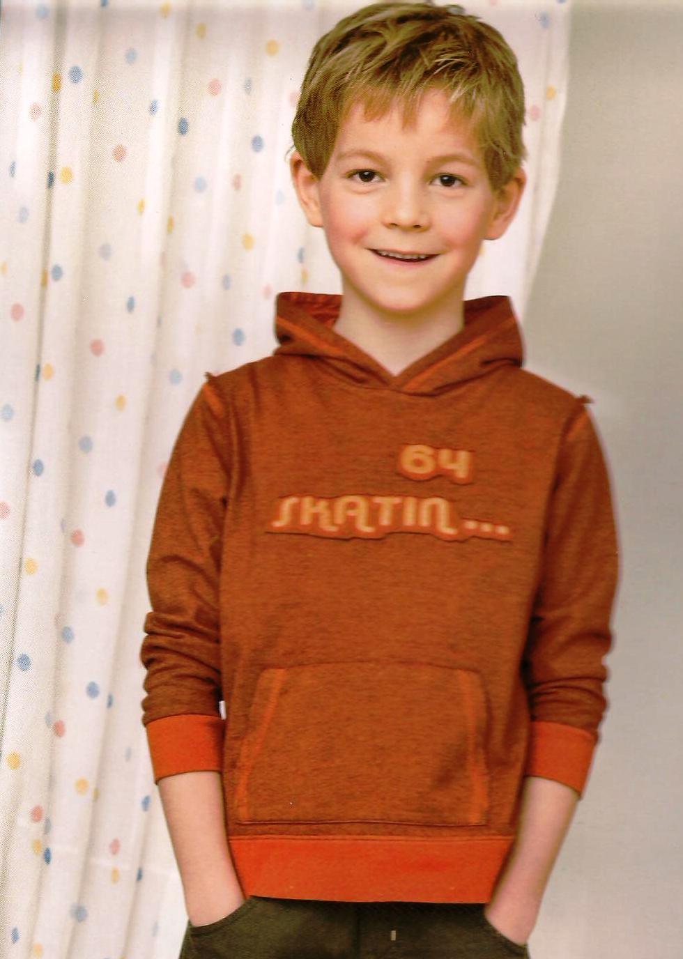 biete kapuzen sweatshirt f r jungen gr 110 116 kleidung kinder teens jungen pullover. Black Bedroom Furniture Sets. Home Design Ideas